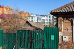 Maloyaroslavets, Rusland - April 2018: Mening van gemengde stedelijke ontwikkeling in Maloyaroslavets royalty-vrije stock afbeelding