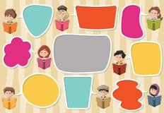 Malplaatje met beeldverhaalkinderen die boeken lezen stock illustratie