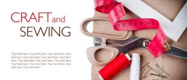 Malplaatje met hulpmiddelen om te naaien en met de hand gemaakt Royalty-vrije Stock Afbeelding