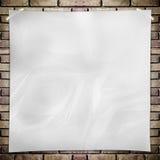 Malplaatje Witte verfrommelde vierkante Affiche op grungebakstenen muur Royalty-vrije Stock Fotografie