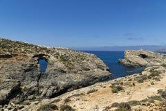 Malta, Comino wyspa, panoramiczny widok falezy i morze, Fotografia Stock