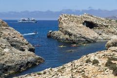 Malta, Comino wyspa, panoramiczny widok falezy i morze, Obraz Royalty Free