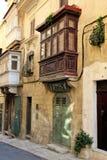Malta plantas ornamentales de la calle de La Valeta de agosto de 2015 en una casa de piedra fotos de archivo libres de regalías
