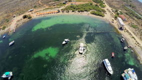 Malta-Strand Schattenbild des kauernden Geschäftsmannes stock video footage