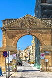 Malta - Streets of Vittoriosa. Old limestone gate in the historic part of the Città Vittoriosa, main city of Malta from 1530 to 1571 - Vittoriosa or Birgu Stock Photo