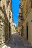 Malta - Three Cities. Narrow street and buildings in the oldest part of the historic Città Vittoriosa, main city of Malta from 1530 to 1571 - Vittoriosa or Stock Image