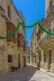 Malta - Three Cities. Narrow street and buildings in the oldest part of the historic Città Vittoriosa, main city of Malta from 1530 to 1571 - Vittoriosa or Stock Photo