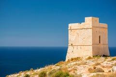 Malta, torre litoral de Tal-Ħamrija foto de stock