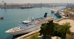 Malta Valetta harbour with cruiser Royalty Free Stock Photos