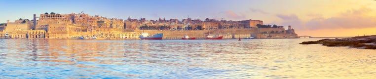 Malta Valletta med dess traditionella arkitektur på asunrise, p Royaltyfria Foton