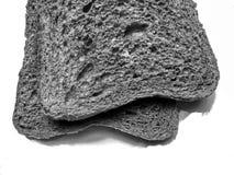 Maltbrödrostade bröd som har precis dragits ut arkivfoton
