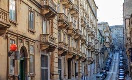 Malte, La Valette, façade de construction avec des balcons, vue de perspective image libre de droits