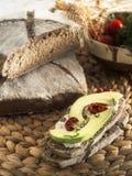 Malted brödskiva med avokadot Arkivbild