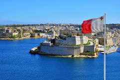 Maltesische Flagge in Valletta Stockfoto