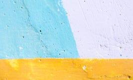 Malująca cement ściana z barwiony geometryczny deseniowy stosownym dla abstrakcjonistycznego tła zdjęcia royalty free
