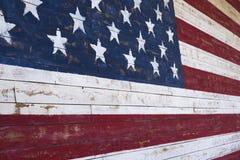 Malująca flaga amerykańskiej onn drewniana ściana obraz stock