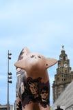Malująca krowy rzeźba na Albert doku w Liverpool Merseyside Anglia Fotografia Royalty Free