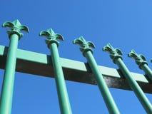 Malujący Dokonanego żelaza ogrodzenie zdjęcia royalty free