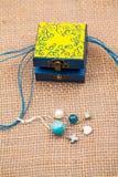 Malujący, drewniani mali pudełka dla wieloskładnikowych purposes, i klejnoty Zdjęcia Stock