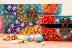 Malujący, drewniani mali pudełka dla wieloskładnikowych purposes, i klejnoty Obraz Stock