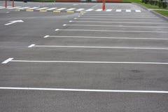 Malujący układ na asfalcie dla parkować samochody, zdjęcie royalty free