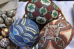Malujący Wielkanocni jajka obraz royalty free