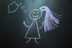 Malujący z kredową dziewczyną myśleć na blackboard z pigtails royalty ilustracja