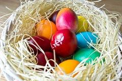 malujący Easter jajka Fotografia Royalty Free