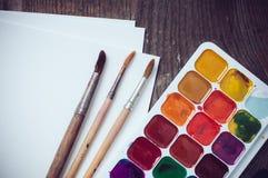 maluje akwarelę Zdjęcia Stock