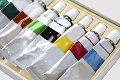 Maluje tubki w zbiorniku dla wodnego koloru, akrylowego i nafcianego pastelu, Obrazy Stock