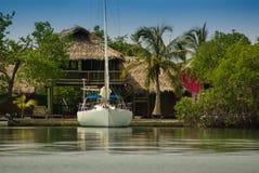 Malutka wyspa w karaibskim archipelagu San Bernardo blisko Tolu, Kolumbia Zdjęcie Stock