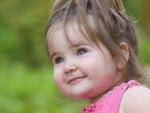 malutki uśmiech, dziewczyno Zdjęcia Royalty Free