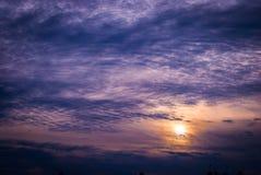 Malvenfarbener Sonnenuntergang Lizenzfreie Stockfotografie