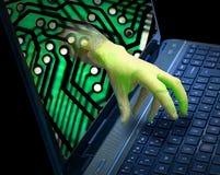 Malware phishing de corte em linha do embuste do vírus da informação do roubo do ladrão do thrft do tela de computador da mão do  imagens de stock royalty free