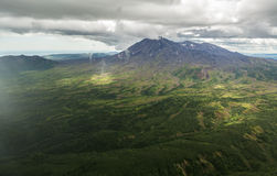 Maly Semyachik è uno stratovolcano Riserva naturale di Kronotsky sulla penisola di Kamchatka Fotografie Stock