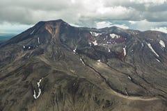Maly Semyachik is een stratovolcano Kronotskynatuurreservaat op het Schiereiland van Kamchatka stock foto