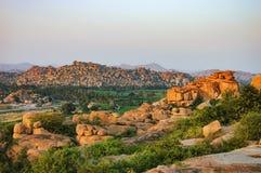Malyavanta wzgórze przy zmierzchem w Hampi, India obrazy royalty free