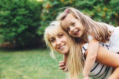 Mamá con el niño imágenes de archivo libres de regalías