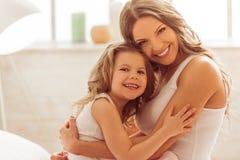 Mamá con la hija imagen de archivo libre de regalías