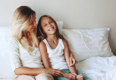 Mamá con la hija del tween Imagen de archivo
