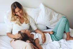 Mamá con la hija del tween Fotografía de archivo