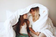 Mamá con la hija del tween Fotos de archivo libres de regalías