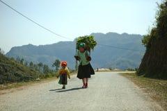 Mamá e hija de la minoría étnica Fotos de archivo libres de regalías
