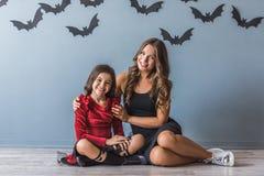 Mamá e hija listas para Halloween Fotografía de archivo libre de regalías