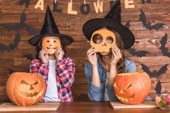 Mamá e hija listas para Halloween Fotografía de archivo