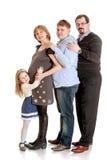 Mamá embarazada de la familia feliz, papá, un más viejo hermano y Imagenes de archivo