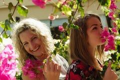 Mamá hermosa y su hija Foto de archivo libre de regalías