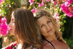 Mamá hermosa y su hija fotografía de archivo libre de regalías