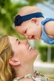 Mamá y bebé foto de archivo libre de regalías