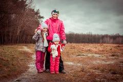 Mamá y dos sus hijas Fotografía de archivo